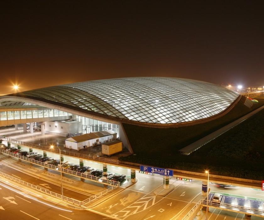 北京新机场膜结构位于北京市新建T3航站楼南侧