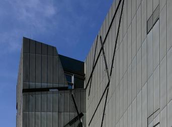 锌板外墙的特殊肌理——柏林犹太人博物馆