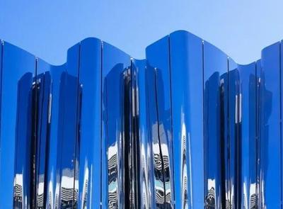 光怪陆离——高反光度、高成像度的不锈钢外墙