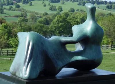 Henry Moore的雕塑